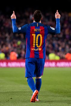 Lionel Messi of FC Barcelona celebrates after scoring his team's third goal during the La Liga match between FC Barcelona and Valencia CF at Camp Nou stadium on March 19, 2017 in Barcelona, Catalonia.