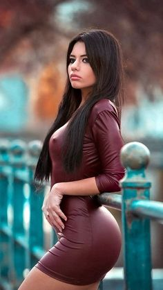 Your source for pictures of beautiful women in sexy skirts and dresses. Tight Dresses, Sexy Dresses, Bride Dresses, Summer Dresses, Sexy Outfits, Hot Girls, Sexy Women, Modelos Fashion, Leather Dresses