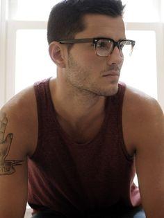 Cool Men's Looks Wearing Glasses (29)