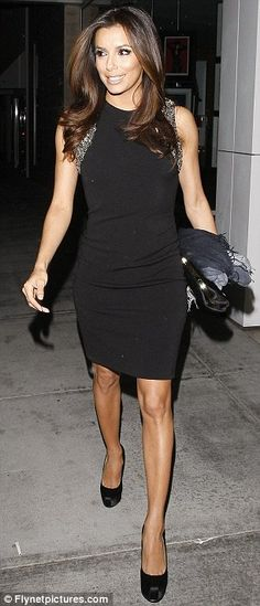 Eva Longoria (37) looking chic in a black shift dress