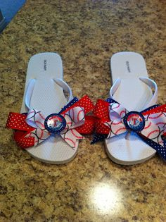 DIY Ribbon Game Day Flip Flops with tutorial. Can be made into any sports colors or university colors.