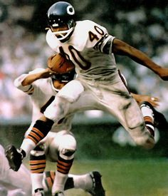 Gayle Sayers was my idol until Walter Payton came along. Saddened me when he injured his knee. Was out for career.