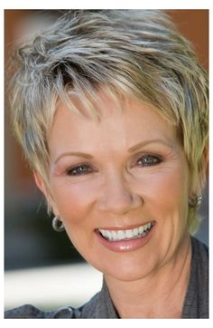 Edgy Short Haircuts, Short Hairstyles For Thick Hair, Older Women Hairstyles, Short Hair Styles Easy, Cool Hairstyles, Medium Hairstyles, Short Cuts, Short Womens Hairstyles, Hairstyles For Over 60
