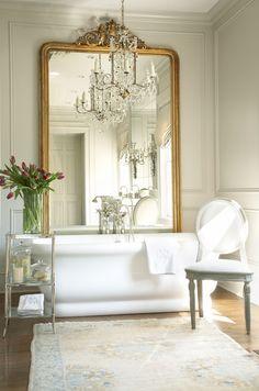 35 Bathrooms with Enviable Bathtubs