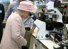Queen rides bus on visit to Cambridge