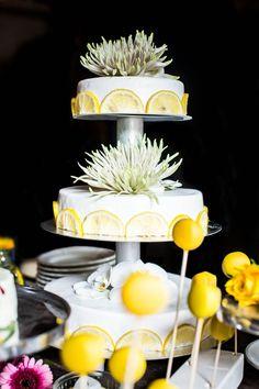 #bruidstaart #taart #trouwtaart #taarttopper #inspiratie #bruiloft #citroen #lemon #trouwen #huwelijk #trouwdag #wedding #cake #inspiration #idea   Photography: Dario Endara   ThePerfectWedding.nl
