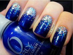 Elegant blue gradient nail