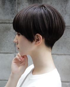 Long pixie hairstyles are a beautiful way to wear short hair. Many celebrities are now sporting this trend, as the perfect pixie look can be glamorous, elegant and sophisticated. Here we share the best hair styles and how these styles work. Long Pixie Hairstyles, Trending Hairstyles, Pretty Hairstyles, Long Pixie Cuts, Short Hair Cuts, Short Hair Styles, Pixie Cut Color, Short Hair Designs, Longer Pixie Haircut