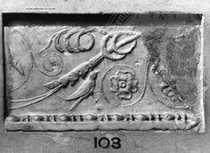 Arachne - Individual object 31952: Pilasterfragment mit Vogel in Ranken - Woburn Abbey / Bedfordshire