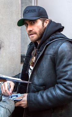 Full Sized Photo of jake gyllenhaal ruth wilson adorable 02 Jake Gyllenhaal, Ruth Wilson, Donnie Darko, Cinema, Alpha Male, Hollywood Actor, Sexy Men, Handsome, Leather Jacket