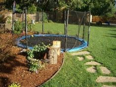 Normally i hate trampolines, but i have to admit an In-ground trampoline would be pretty cool Sunken Trampoline, In Ground Trampoline, Best Trampoline, Backyard Trampoline, Backyard Kids, Modern Backyard, Landscaping A Slope, Modern Landscaping, Landscaping Ideas