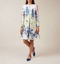 The stunning floral design of the Caroline coat is the height of opulence. British Style, British Fashion, Hobbs, White Style, Yellow Dress, Mother Of The Bride, Floral Design, Kimono Top, Summer Dresses