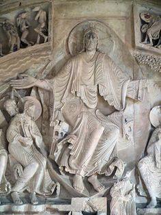 Basilique de Vézelay (89) Détail du tympan central de l'avant-nef (XIIe) - Christ en majesté dans sa mandorle.