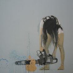 autorretrato con moto-sierra cortando corona dorada. 160 cm x 160 cm.  Cristina Galeote