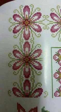 This Pin was discovered by Μον Beaded Cross Stitch, Cross Stitch Borders, Cross Stitch Flowers, Cross Stitch Designs, Cross Stitching, Cross Stitch Embroidery, Hand Embroidery, Cross Stitch Patterns, Bordado Tipo Chicken Scratch