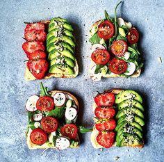 Avocado + Strawberries / Tomato + Radishes on toasted bread!❤️ Happy #ToastTuesday guys!