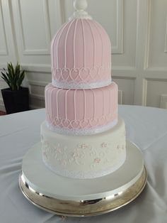 Birdcage-style with filigree piping, by cakesbyjames.