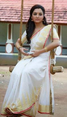 Manju Warrier in temple designed Kerala Saree Onam Saree, Kasavu Saree, Kerala Saree, Indian Sarees, Set Saree, Saree Dress, Indian Dresses, Indian Outfits, Modern Saree