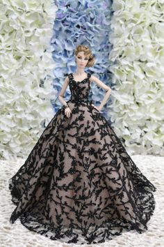 Gown-Outfit-Dress-Fashion-Royalty-Silkstone-Barbie-Model-Doll-FR  BY T.D.25/5/1 #FashionRoyalty #ClothingAccessories