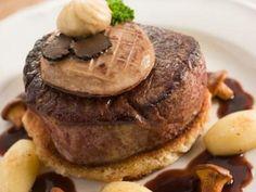 tournedos, pain de mie, beurre, cognac, madère, crème fraîche épaisse, foie gras, truffe, poivre, Sel