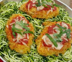 Quinoa Chicken Parmesan with Zoodles Recipe http://cleanfoodcrush.com/quinoa-chicken-parmesan/