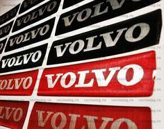 Наклейка на эмблему Volvo  Эксклюзивные декоративные наклейки на переднюю эмблему Вольво, изготовлены из высококачественных материалов в виде объёмных наклеек с надписью Volvo. В наличие с доставкой шильдики на эмблему Вольво, красного цвета и также наклейки Volvo объёмные чёрные, размер 115х28 мм, подходят к многим моделям с маленькой передней эмблемой. Также в наличие остались наклейки на эмблему для Volvo XC60, в красном цвете, размером 133х33 мм. Доставка в регионы.