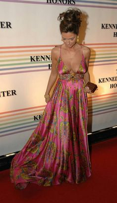 ShaniaTwain wearing Marc Bouwer Shocking pink Paisley printed gown on the red carpet ❤ Celine, Celebrity Beauty, Celebrity Style, Shania Twain Pictures, Country Female Singers, Vogue, Hollywood, Thing 1, Country Girls