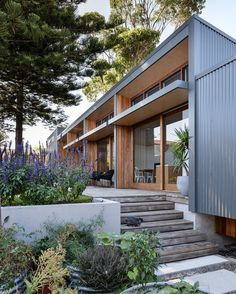 Wood and steel, simple shapes, well designed windows... Redhead Alterations, Australia .