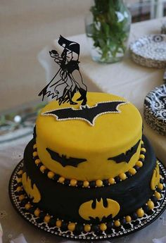 Awesome Wedding Cake Toppers for TV and Film Buffs - Batman cake topper