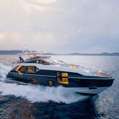 Making waves and Turing heads The new Azimut 27 Metri. Yacht Design, Boat Design, Speed Boats, Power Boats, Yachting Club, Azimut Yachts, Big Yachts, Yacht Builders, Make A Boat