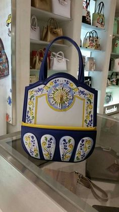 Braccialini  #fashion #moda #borse #bags #shoppingbag #flower #bussola #glamour