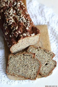 A serious option for a quick lunch recipe, at home or at work. Protein Bread, Low Carb Bread, Low Carb Keto, Healthy Meals To Cook, Eat Lunch, Lunch Meals, Tasty, Yummy Food, Bread Baking