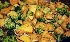Garlic Parmesan Golden Potatoes & Broccoli I love golden potatoes because they are quick to cook, soft, and . Garlic Parmesan Roasted Potatoes, Broccoli And Potatoes, Parmesan Broccoli, Broccoli Recipes, Potato Recipes, Healthy Recipes, Clean Eating Recipes, Healthy Eating, Cooking Recipes