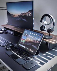 Computer Gaming Room, Computer Desk Setup, Gaming Room Setup, Tablet Computer, Home Office Setup, Home Office Design, Bedroom Setup, Video Game Rooms, Video Games