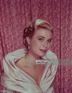 American actress <a gi-track='captionPersonalityLinkClicked' href=/galleries/search?phrase=Grace+Kelly&family=editorial&specificpeople=70044 ng-click='$event.stopPropagation()'>Grace Kelly</a> (1929 - 1982), circa 1951.