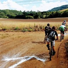 Algumas imagens da prova de Enduro MTB realizada em Erechim/RS. . Evento top, muito bem organizado pelos Riders locais. Trilhas adrenalizantes, hospitalidade fantástica = Receita de muita diversão e camaradagem🤘🏼🔝🇧🇷 . Pistas de nível nacional. . E você, foi pra trilha no findi? . #believeinbikes #trekbicyclebrasil #trekbikes #trekbrasil #trekbikesbr #trekbrasilracing #bontrager #ridebontrager #gravel #trekslash #bikelife #nomadsports #cyclinglife #trekwomen #mtb #mtbbrasil #mtblife… Trek Bikes, Enduro, Mountain Bicycle, Mtb, Instagram, Places, Recipe, Mountain Biking