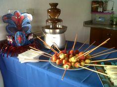 que tal una hermosa fuente de chocolate para recibir a tus invitados!! que delicia!!