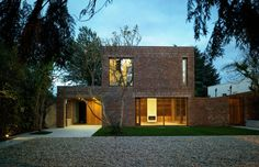 Casa en Anville Renewed Home in Dublin Boasting Wooden Details And A Brick Fence