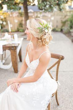 textured bride updo with flowers hairstyle Bride Flowers, Bridal Hair Flowers, Dress Hairstyles, Bride Hairstyles, Mira Hair Oil, Outdoor Wedding Inspiration, Wedding Ideas, Cute Ponytails, Wedding Bride
