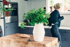 I Elin Lannsjös kolonistuga - Lovely Life Decorating Blogs, Jaipur, Vase, Interior, Inspiration, Furniture, Tyger, Home Decor, Kitchens