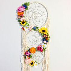 Big Dreamcatcher, Floral Dreamcatcher, Boho Chic Dreamcat … – World of Light Dream Catcher Decor, Large Dream Catcher, Dream Catcher Boho, Handmade Crafts, Diy And Crafts, Arts And Crafts, Paper Crafts, Fun Crafts For Kids, Fall Crafts