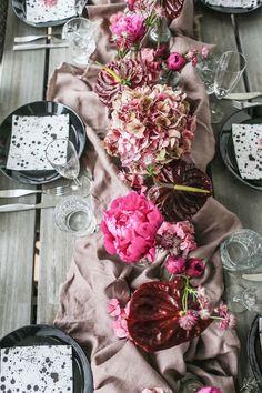 Roosa kukkakattaus Flower Arrangements, Floral Wreath, Wreaths, Flowers, Home Decor, Floral Arrangements, Decoration Home, Room Decor, Florals