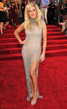 We think Ellie Goulding looked kinda fabulous on the red carpet in this spiked, high-slit number.