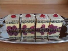 Cherry dáma - recept na výborný zákusok s višňami. Cake Recipes, Dessert Recipes, Desserts, Tiramisu, Cheesecake, Cherry, Food And Drink, Pudding, Chocolate