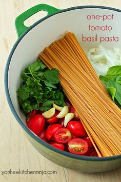 Solve the weeknight dinner dilemma with one-pot tomato basil pasta -- a super-fast, healthy meal made in only 10 minutes. Vegetarian Recipes, Cooking Recipes, Healthy Recipes, Pasta Recipes, Pasta Meals, Fast Healthy Meals, Pasta Food, 15 Minute Dinners, Tomato Basil Pasta
