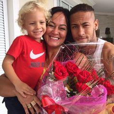 Neymar with nadine an davi Neymar Jr, Daddy And Son, To My Future Husband, Nadine Santos, Neymar Family, Neymar Brazil, Love You Babe, Good Soccer Players, Goncalves