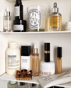 Herbal skin care routines have been replaced by synthetic/chemical based skin care routines. The luxury beauty herbal skin care recipes which once used to be common place are not that much used today (and even unknown to a large population). Hair And Beauty, Beauty Makeup, Makeup Tips, Beauty Skin, Beauty Dupes, Huda Beauty, Makeup Storage, Makeup Organization, Storage Organization