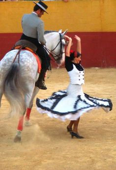 Flamenco dancing with horses. Flamenco Dancers, Ballet Dancers, Horse Girl Photography, Spanish Heritage, Spanish Dancer, Seville Spain, Andalusian Horse, Conquistador, Dance Poses