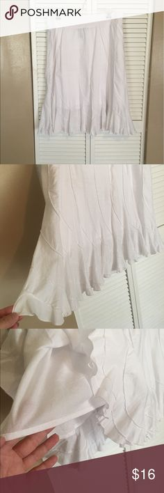 New Listing 🌟White 100% Cotton Skirt 🅿️ XXL White 100 % Cotton Skirt, XXL, Pre-Loved Has Built liner 💠 Reasonable Offers Welcomed 💠 Love to Bundle 💠 Please ask any questions Grace Elements Skirts Midi