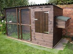 Easy DIY Chicken Coop designs you can consider for the backyard chickens Easy Inexpensive Chicken Coops Design No. Chicken Coop Designs, Chicken Coops Uk, Mobile Chicken Coop, Portable Chicken Coop, Backyard Chicken Coops, Chicken Coop Plans, Building A Chicken Coop, Chickens Backyard, Chicken Houses
